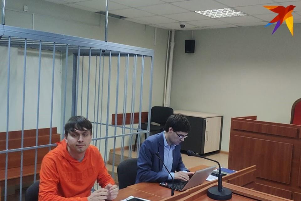 """Редактор """"Нашей нивы"""" Егор Мартинович со своим адвокатом"""