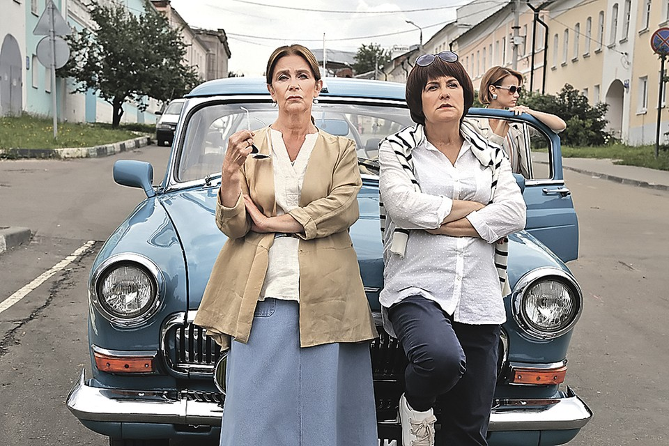 Героиня Елены Сафоновой (слева) и ее боевые подруги отыскали еще немного пороха в пороховницах. Фото: Первый канал