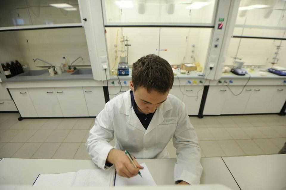 Вирусолог Нетесов заявил, что большинство ученых считают происхождение COVID-19 естественным