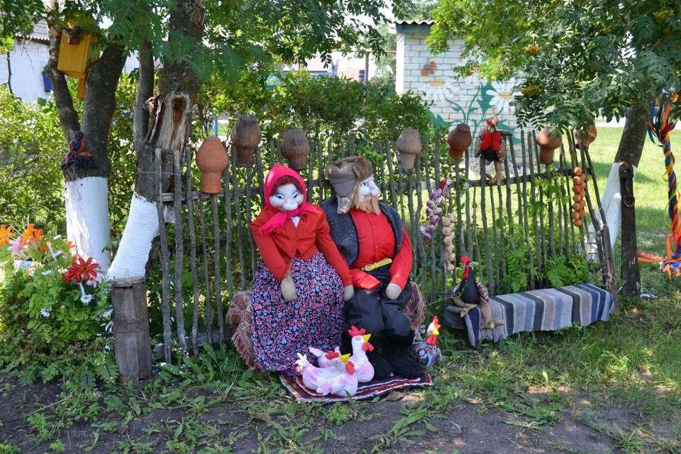 По традиции хозяева угощали гостей кулешом и домашним компотом из свежих фруктов. Фото пресс-службы администрации Новооскольского городского округа.