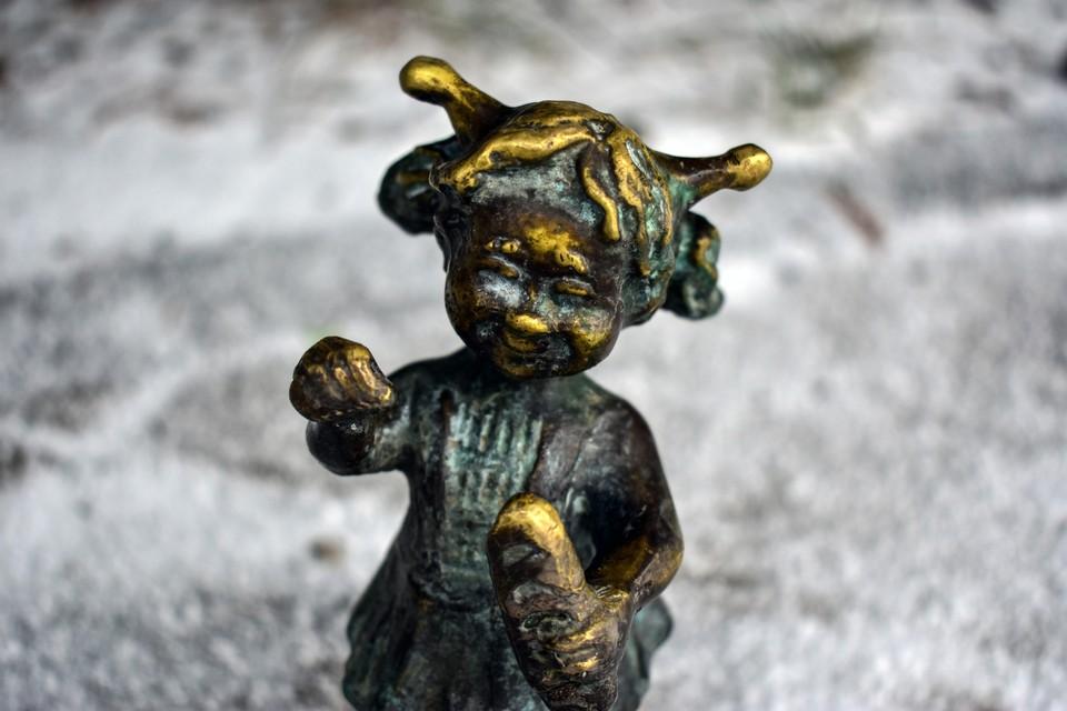 Милые статуэтки поднимают настроение всем, кто проходит мимо
