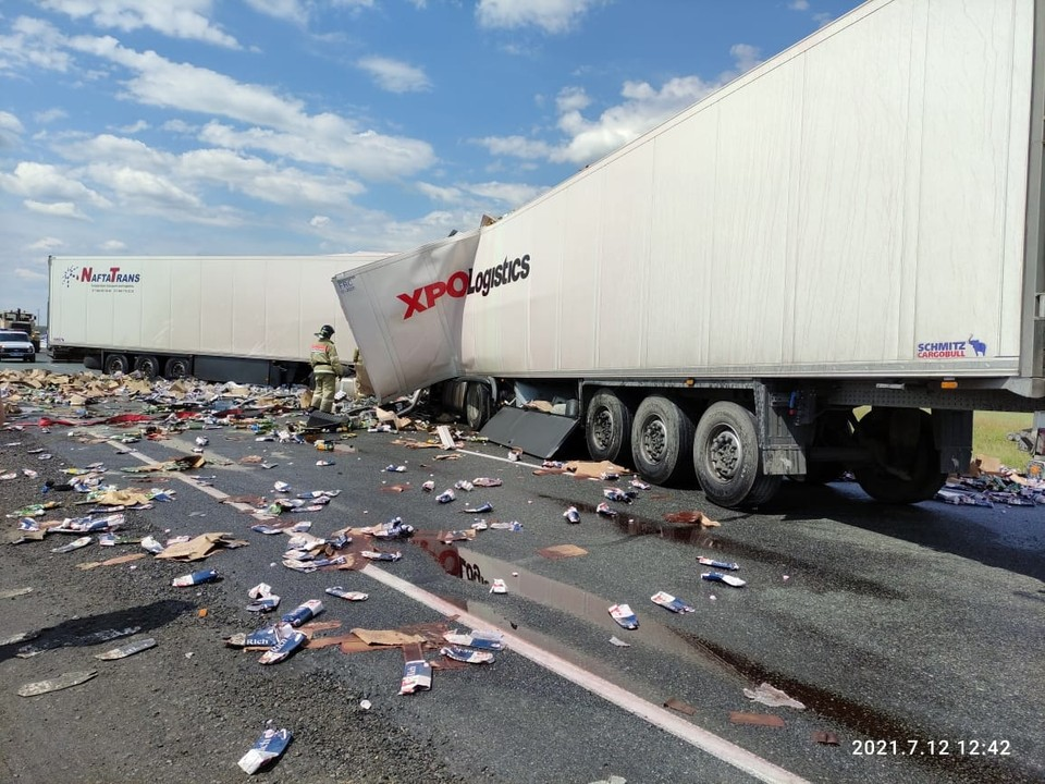 Чтобы устранить последствия аварии пришлось перекрыть участок трассы.