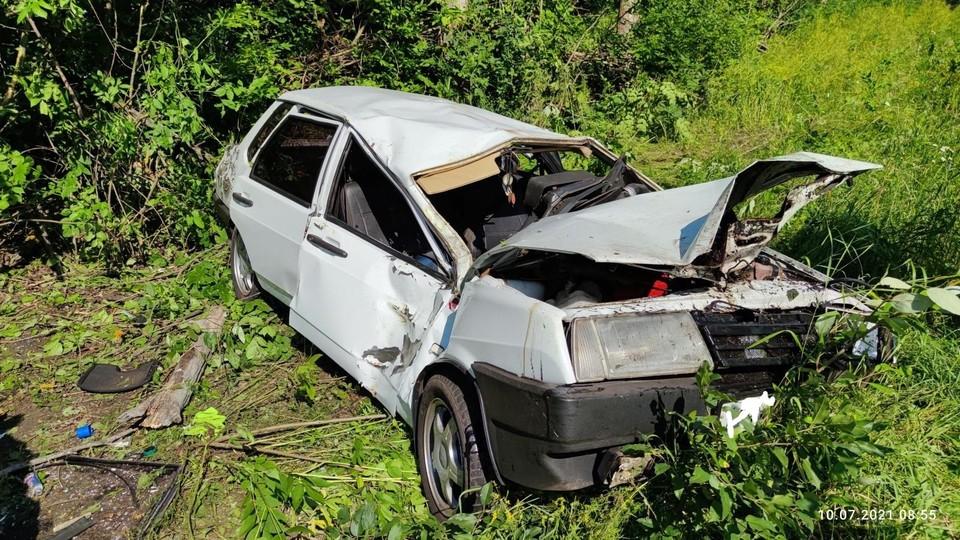 На 49 километре автодороги «Ливны-Евланово-Долгое» в ДТП пострадали две девушки. Фото Госавтоинспекции Орловской области.