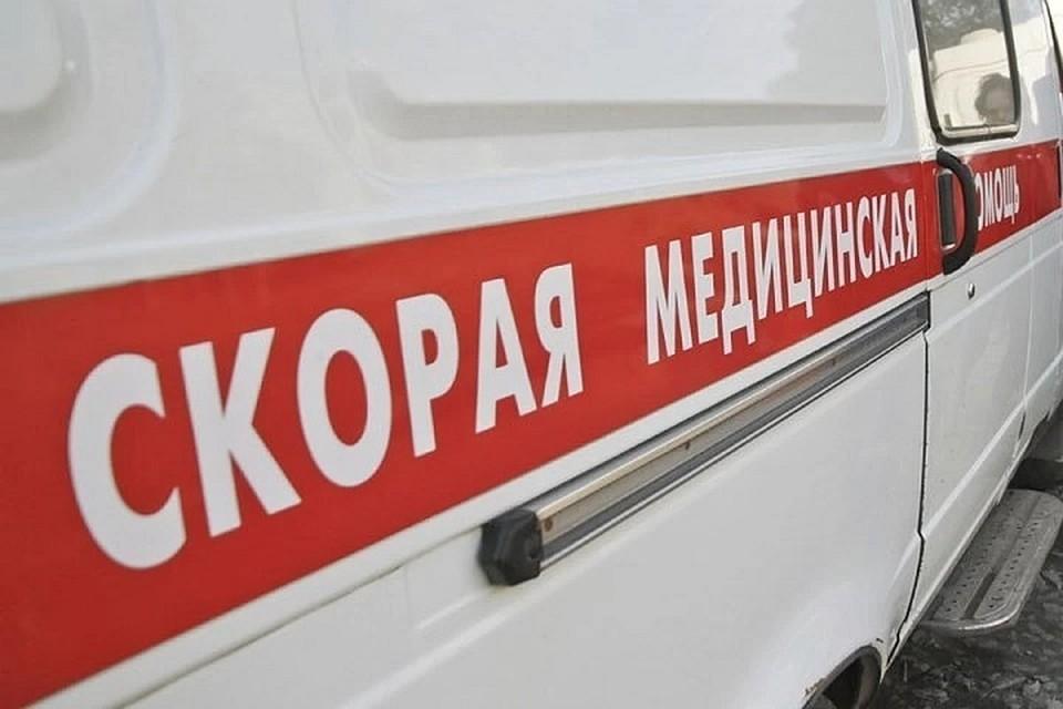 """Пострадавших увезли на """"скорой"""" в больницу."""