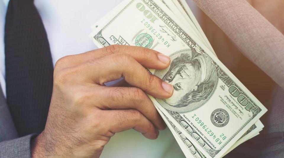 Доллар начал дешеветь по отношению к тенге