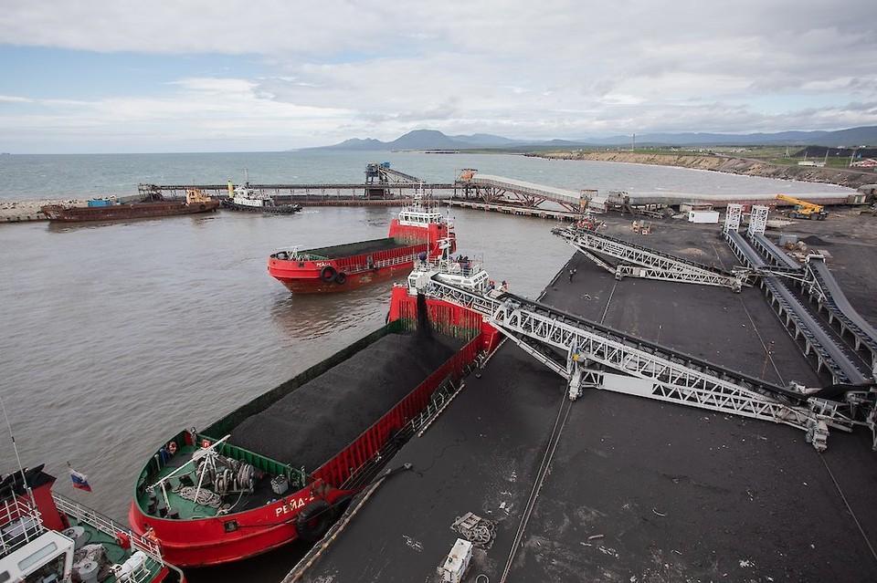 Угольный морской порт Шахтерск. Тематическое фото