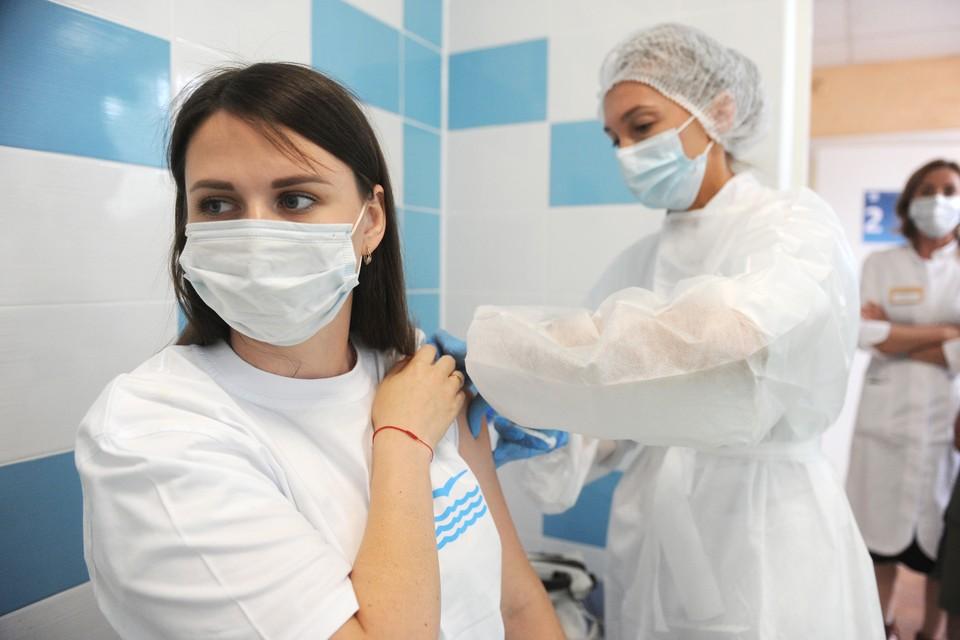 Эксперт объяснил, будут ли вакцины работать против новых штаммов коронавируса. Ответ - будут, но, возможно, с меньшей эффективностью.