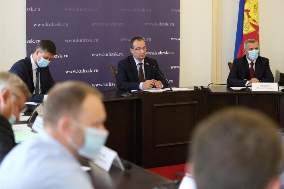 Председатель ЗСК Юрий Бурлачко провел еженедельное планерное совещание