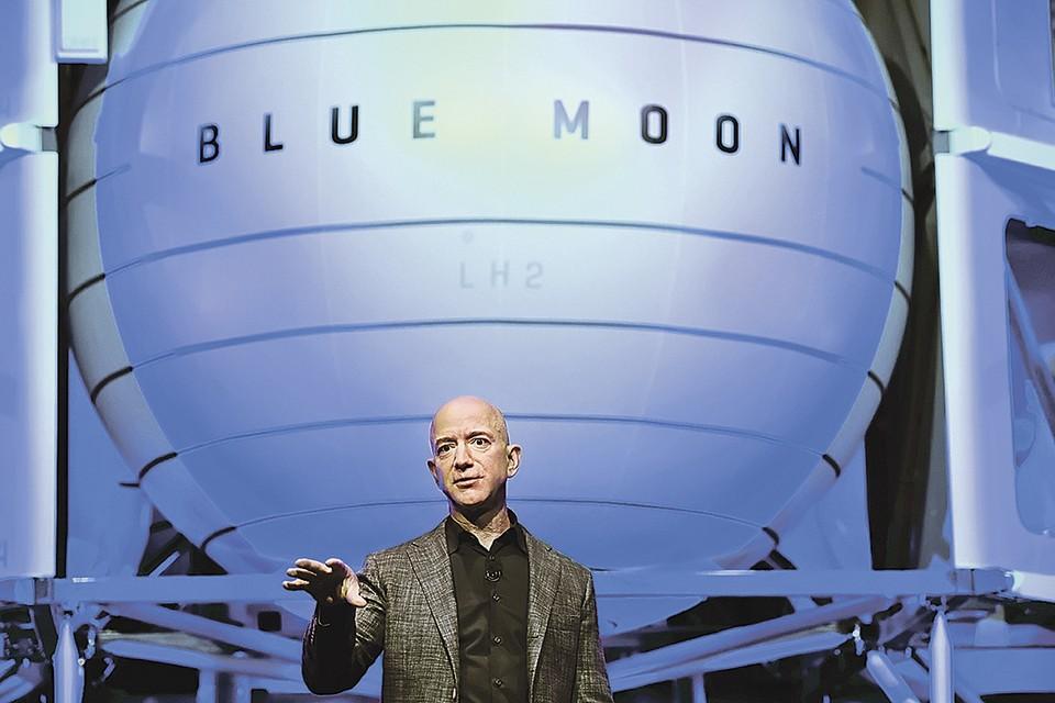 Безос презентует свой модуль для работы на поверхности Луны. Фото: Clodagh KILCOYNE/REUTERS
