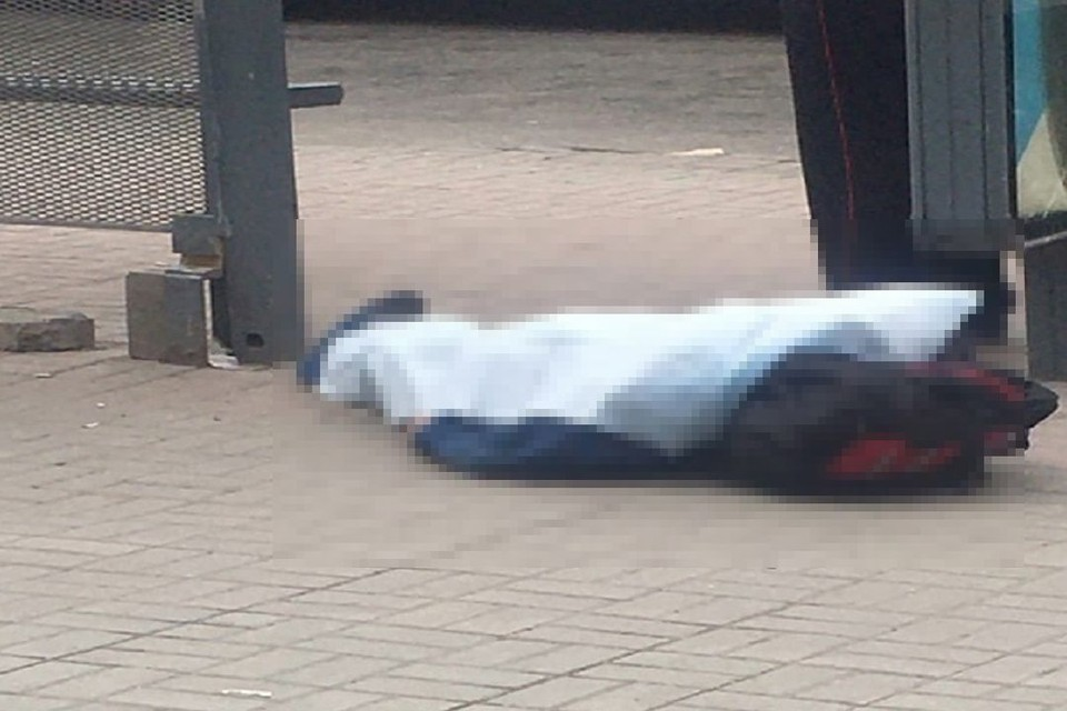 """По словам очевидцев, ему стало плохо с сердцем. Фото: """"Инцидент Новосибирск""""."""