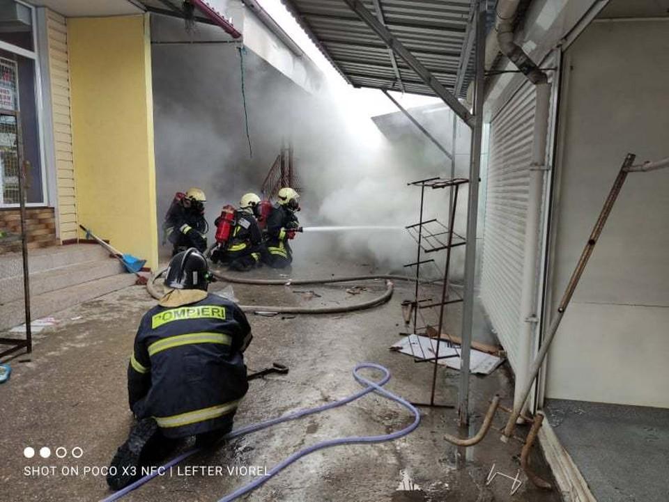 С огнем боролись шесть пожарных расчетов (Фото: dse.md).
