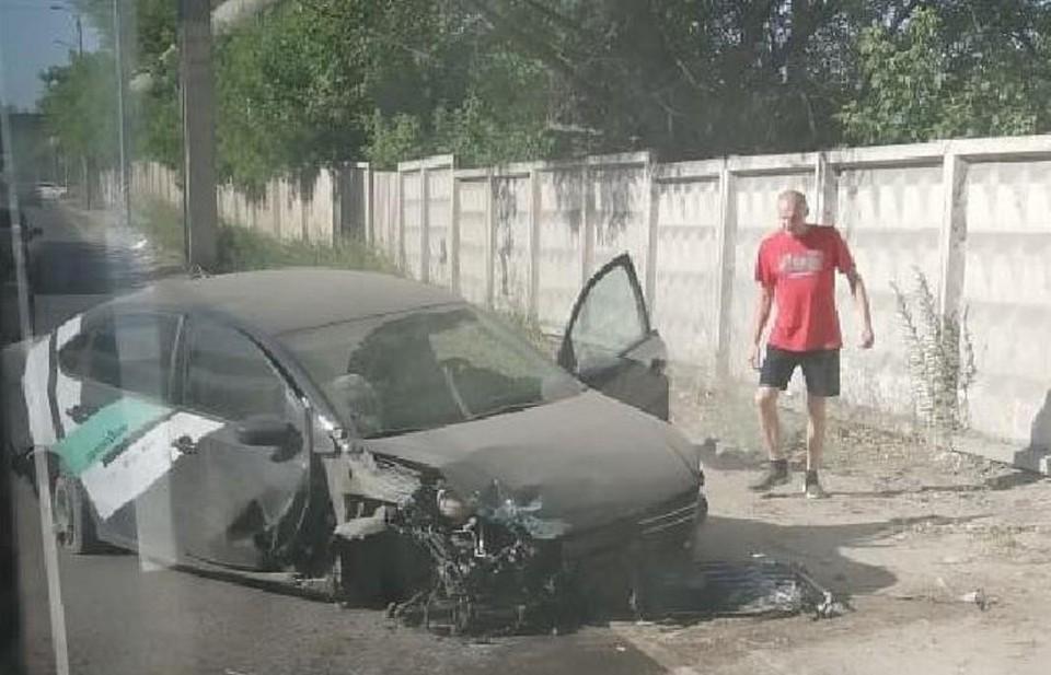 В Туле каршеринговый автомобиль проломил бетонную стену