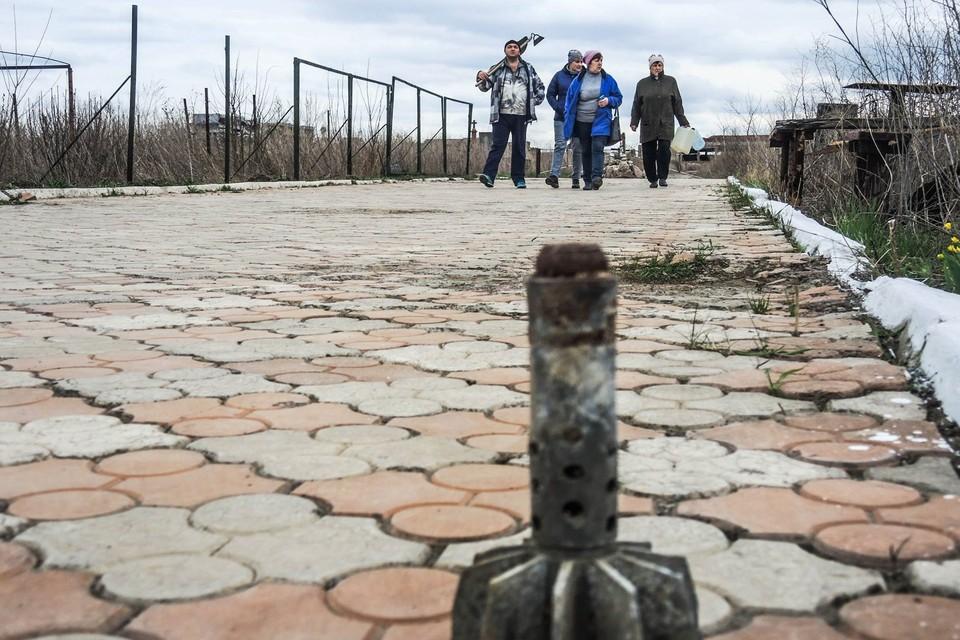 Обстрел пришелся по окрестностям села вблизи донецкого аэропорта [архивное фото]