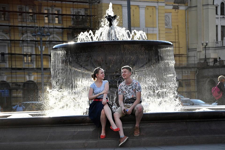Сегодня москвичей снова ждет много солнца, аномальная жара сохранится.
