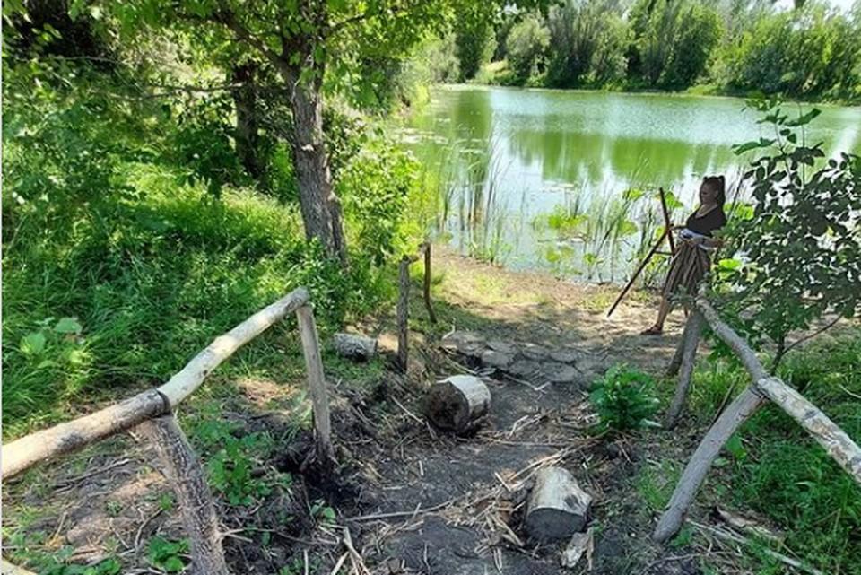 Вандалы сломали поручни на спуске к озеру. Фото: природный парк Волго-Ахтубинская пойма.