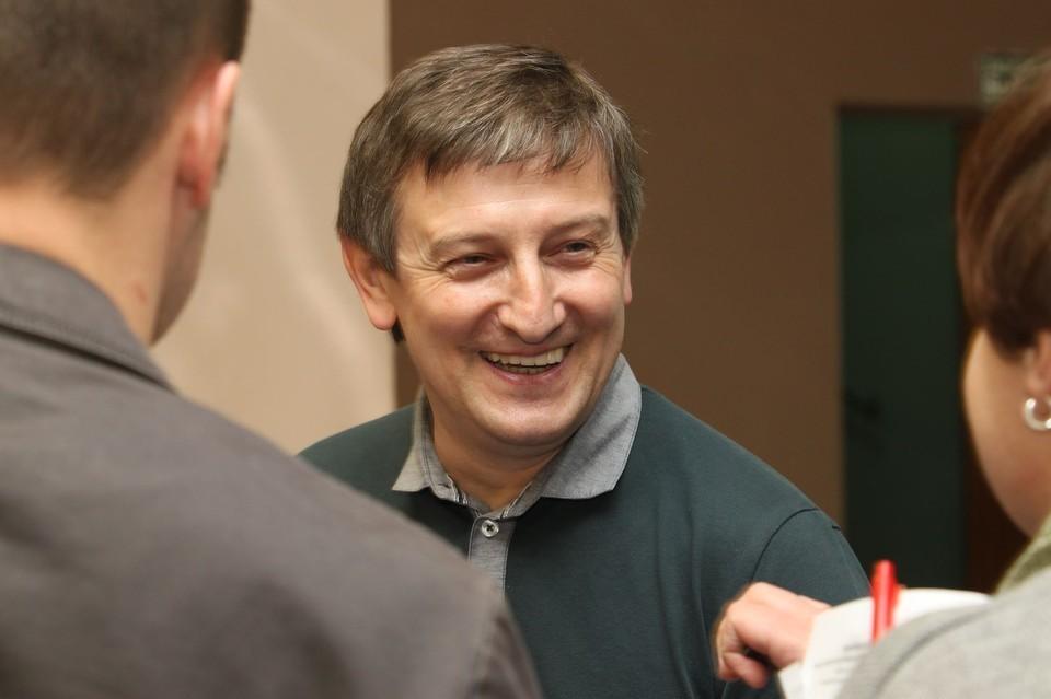 Обыск проходит у белорусского экономиста и экс-кандидата в президенты Ярослава Романчука.