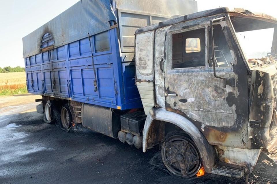 В огне пострадало 15 гектаров полей. Фото: МЧС Ставрополья