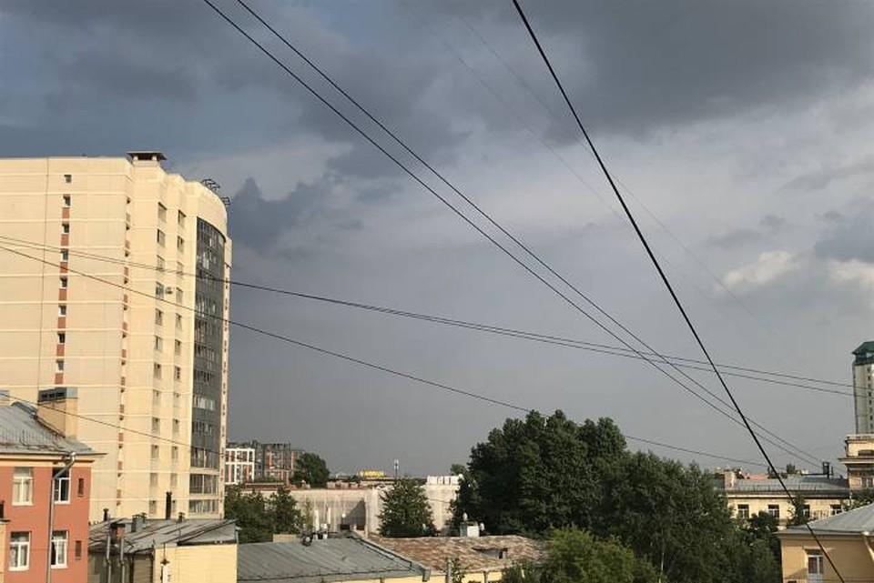 Дождь и тучи заметили в некоторых районах Петербурга