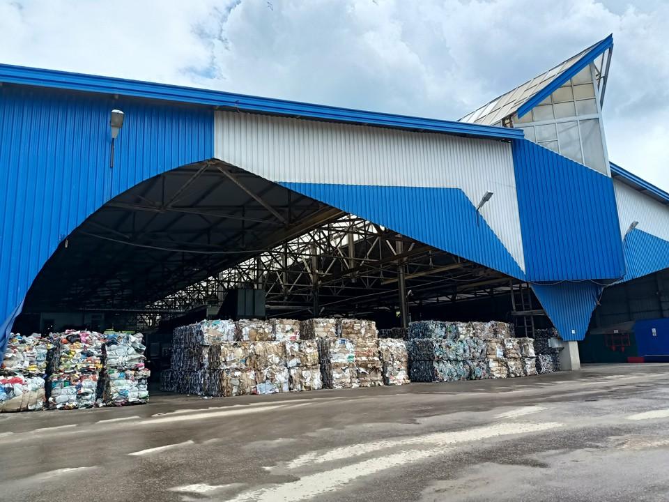 Сегодня коллектив работает над снижением сложности и стоимости установки – ведь для переработки миллиардов тонн мусора таких аппаратов понадобится десятки тысяч