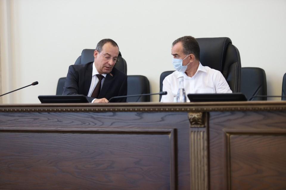 Депутаты ЗСК на сессии единогласно приняли закон, позволяющий поддержать многодетные семьи и улучшить их материальное положение