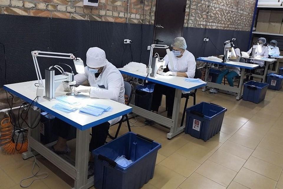 Также в регионе выпустили более 14,4 млн штук немедицинских масок. Фото: сайт правительства РО