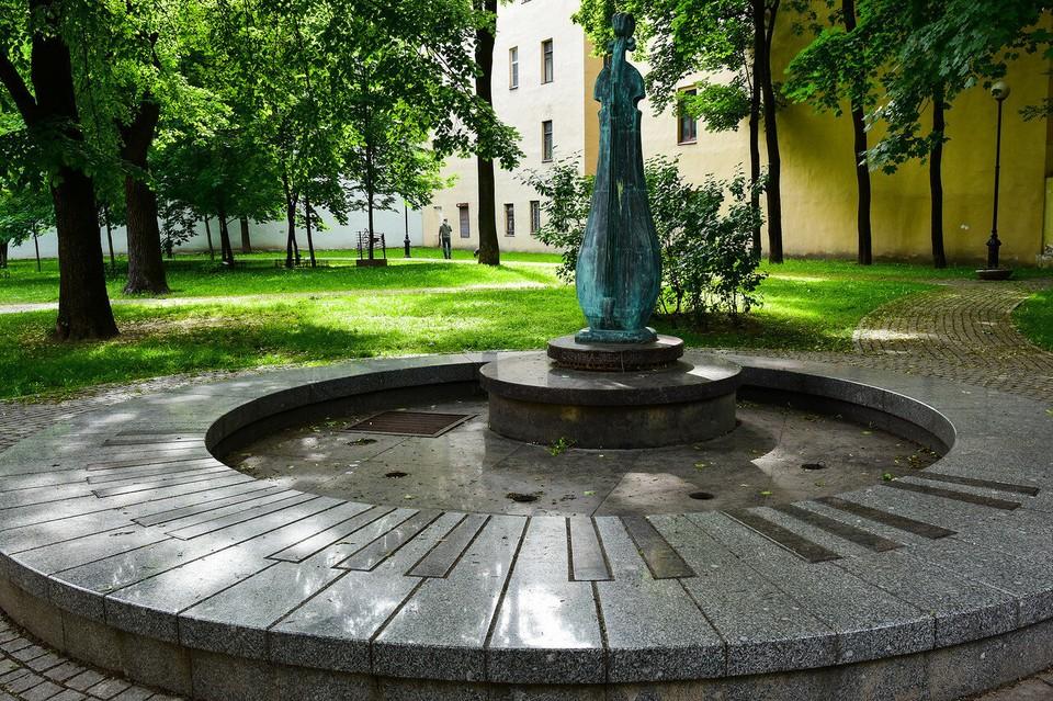 """Семь фонтанов, и этот, на Каменноостровском, 32, восстановят в 2021 году. Фото: """"Водоканал"""""""