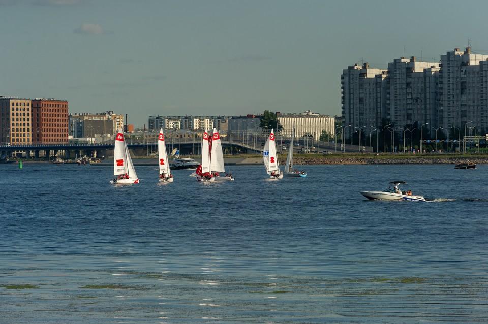 Восемь подростков спасли с яхт в Финском заливе