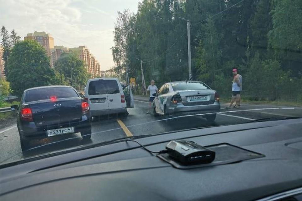 ДТП перекрыло движение по Дороге Жизни в сторону Петербурга