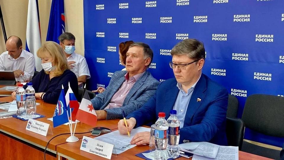 В дискуссии приняли участие депутаты фракций «Единой России» в Госдуме и законодательных собраний регионов, представители экспертного сообщества, всероссийских и региональных организаций инвалидов