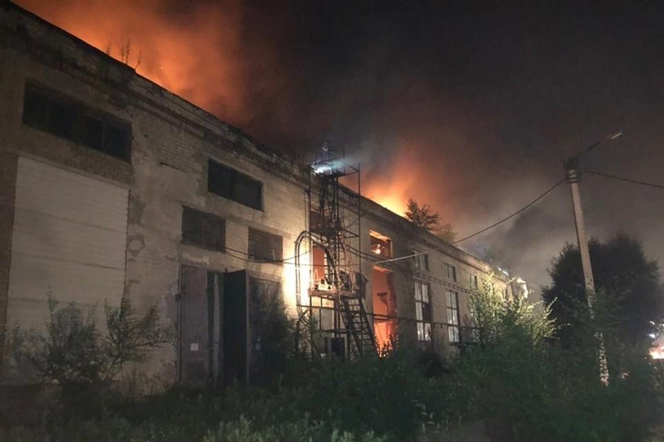 Цех завода сгорел ночью в Хабаровске
