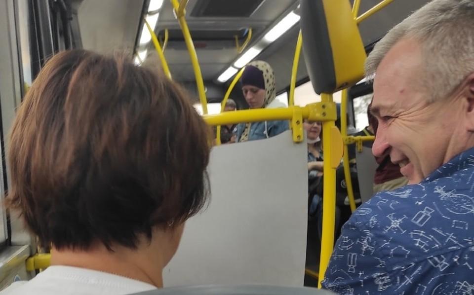 Пятая часть заболевших коронавирусом тюменцев заражается в автобусах и общественных местах.