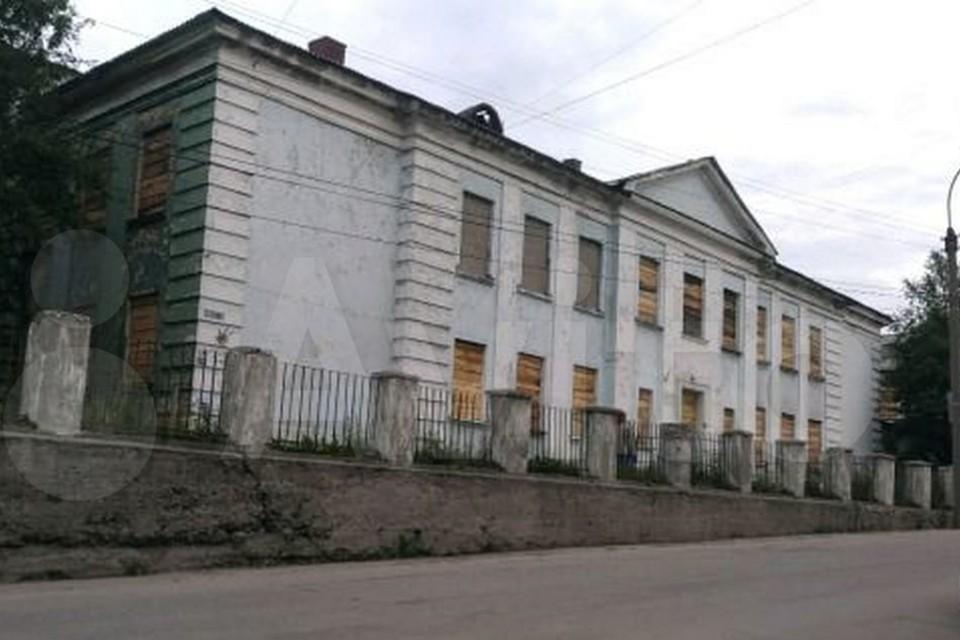 1595 квадратных метров продавец готов отдать за 8,2 миллиона рублей. Фото: www.avito.ru