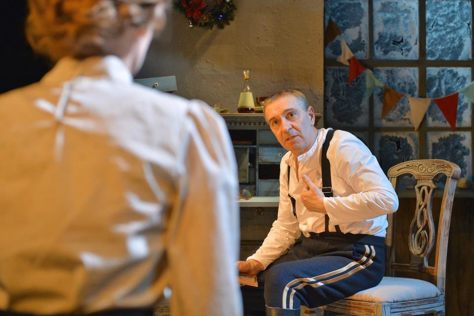 Один из спектаклей, которые Омская драма покажет тюменским зрителям, – «Отец» с Михаилом Окуневым в главной роли. Фото: vk.com/omskdrama