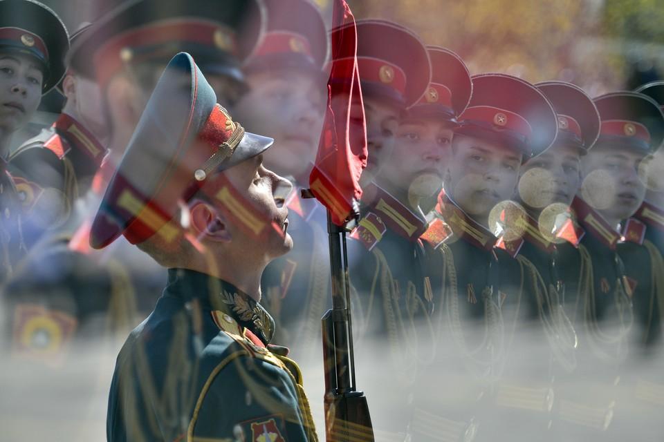 Суворовцы на параде
