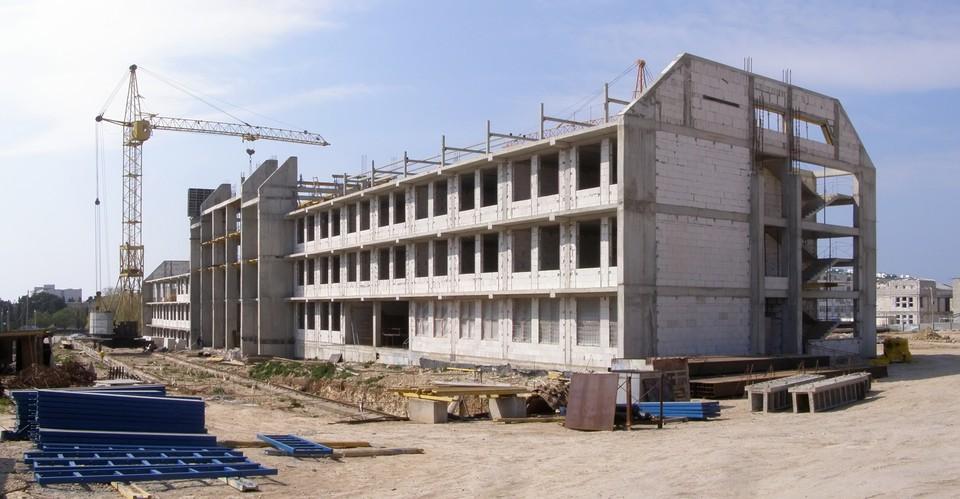 Строительство школы планируют завершить до конца 2022 года