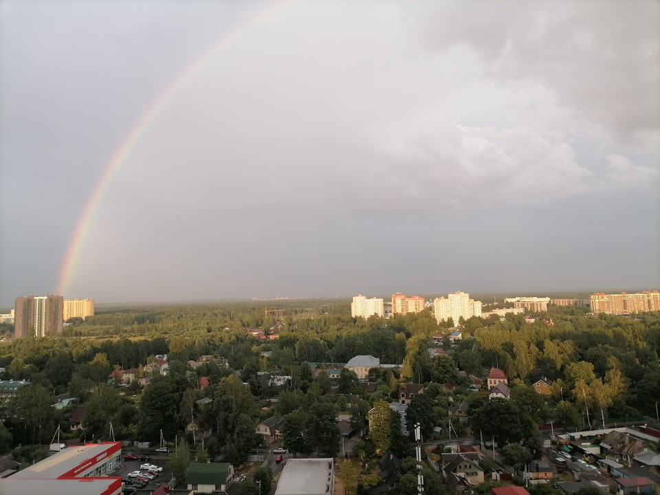 Гигантская радуга появилась в небе над Мурино.