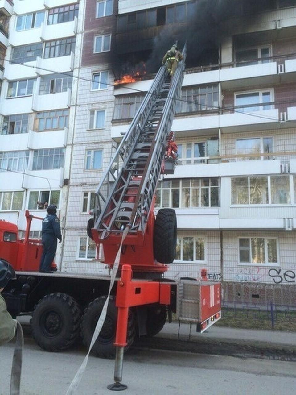 Пожар произошел в воскресенье в 16-этажном жилом доме на ул. Мельничная.