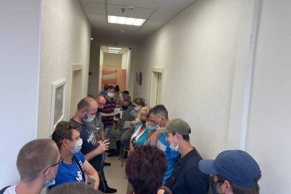 Жители Петербурга пожаловались на мобильный пункт вакцинации