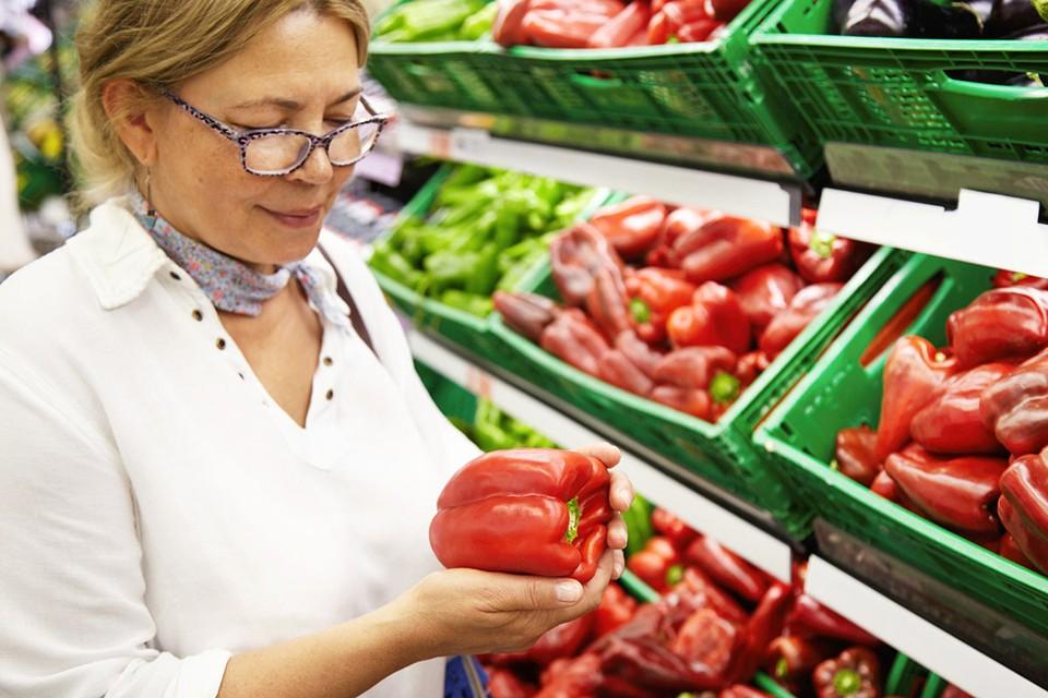 Самый разгар лета, а цены на овощи в магазинах зашкаливают.