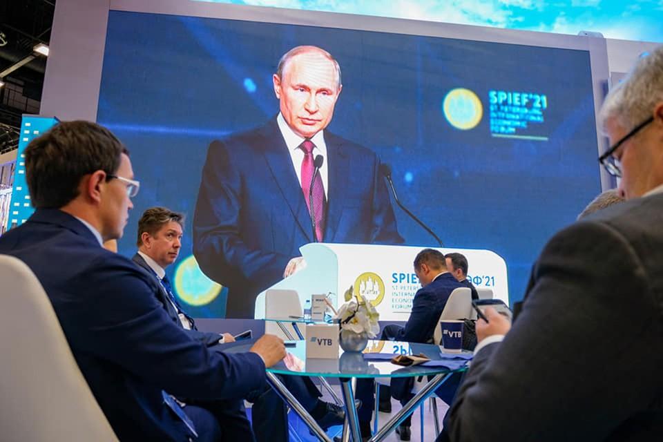 Президент России Владимир Путин провел пленарное заседание ПМЭФ-2021. Фото: Фонд Росконгресс
