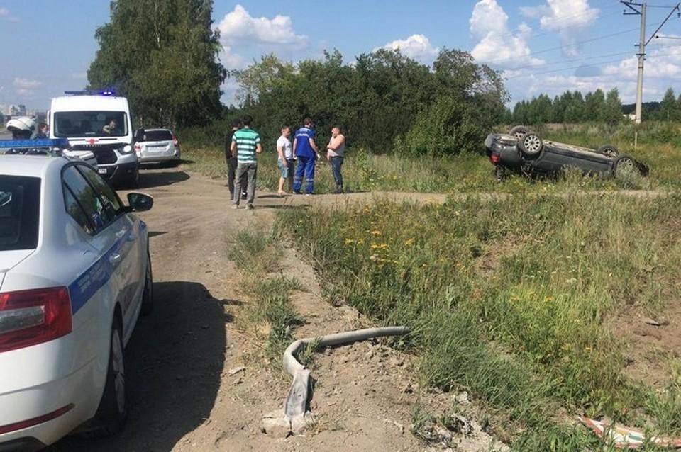 Автомобиль вылетел с трассы и перевернулся. Фото: Управление ГИБДД по Свердловской области