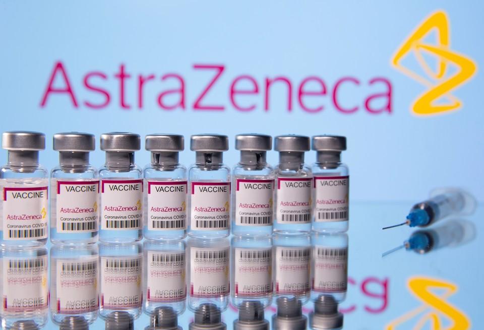 Испания отказалась от закупок вакцины AstraZeneca из-за побочных эффектов препарата