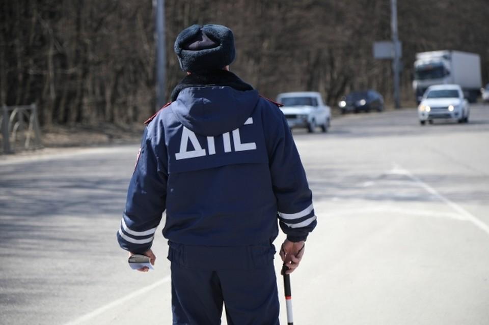 В Ростовской области столкнулись грузовик и легковушка
