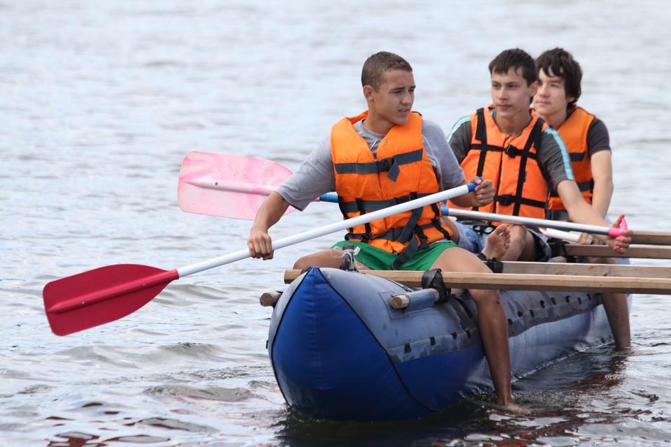 Спасатели предупреждают, что во время сплава лучше держаться рядом с группой