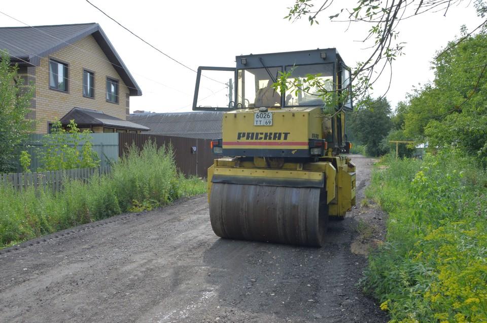 В твери продолжается укрепление грунтовых дорог Фото: администрация Твери