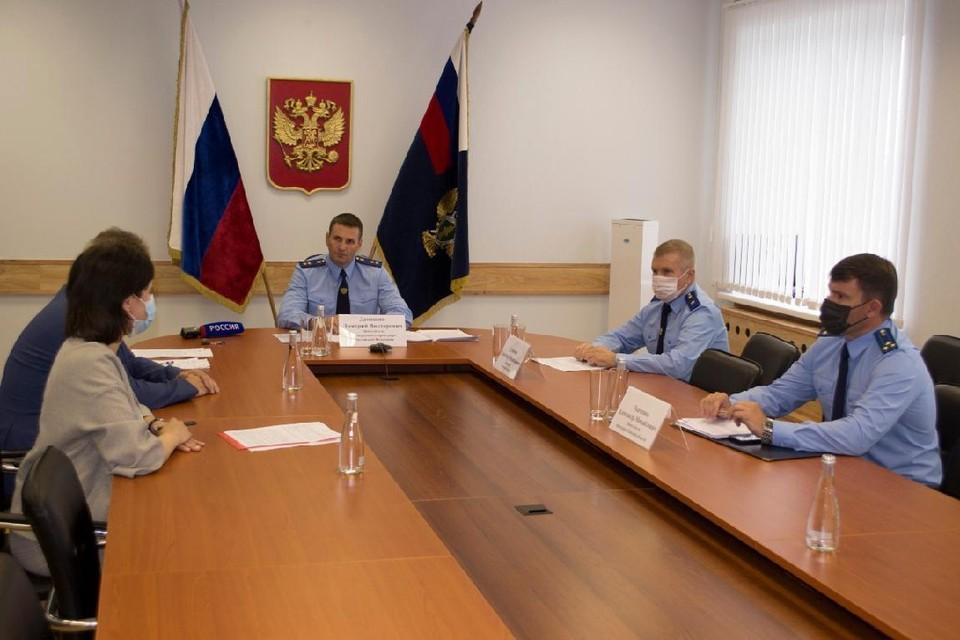 Зам Генерального прокурора указал замам губернатора на недостатки в работе. Фото: сайт прокуратуры Томской области