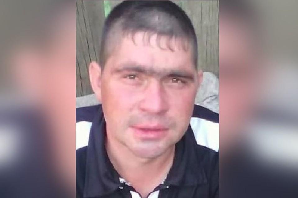 Волонтеры ищут 33-летнего Дениса Сергеевича Фадеева.