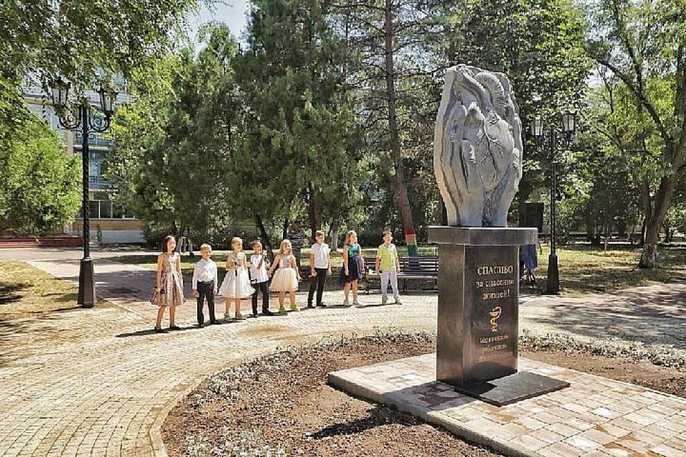 Автором и изготовителем скульптурной композиции стал предприниматель Игорь Реу.