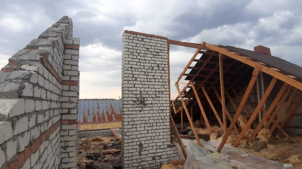 Ураган повредил крыши домов, детского сада и дома культуры