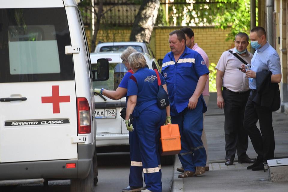 На место были вызваны скорая помощь и полиция, но помочь женщине уже не смогли